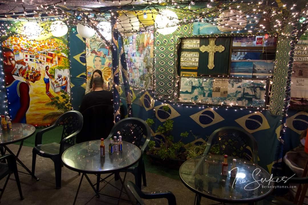 berkeley-downtown-restaurant-brazil-cafe-2161-university-avenue-christmas-lights-1