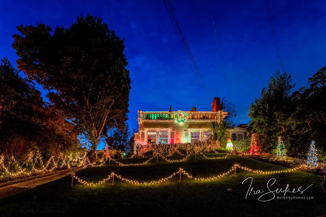 us-ca-berkeley-thousand-oaks-1110-the-alameda-christmas-lights-v-01-HDR-Pano