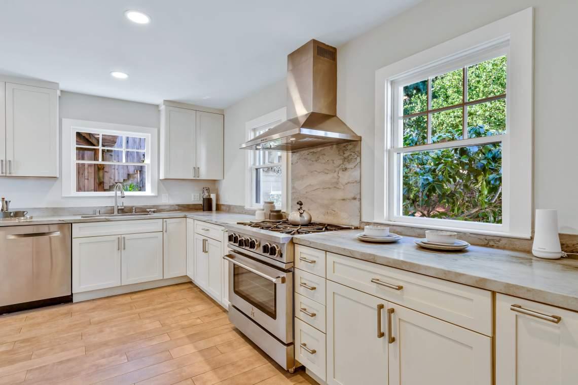 2-guido-3129-oakland-hills-living-room-kitchen-0