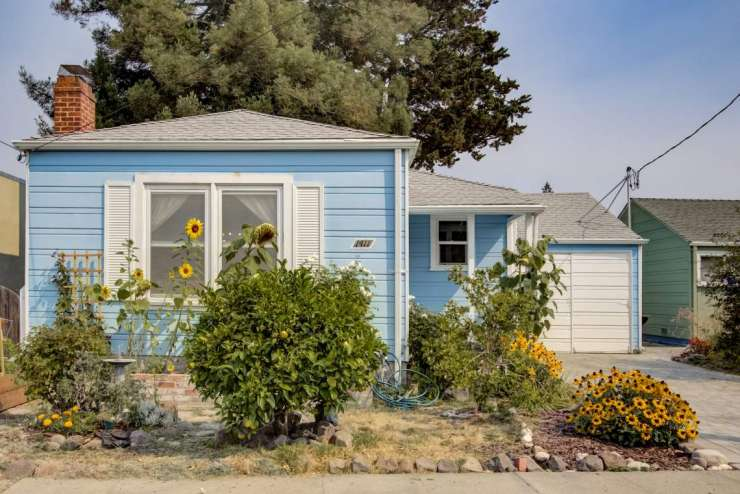 Berkeley – 2+bedrooms in this adorable 40s bungalow on coveted Acroft Court