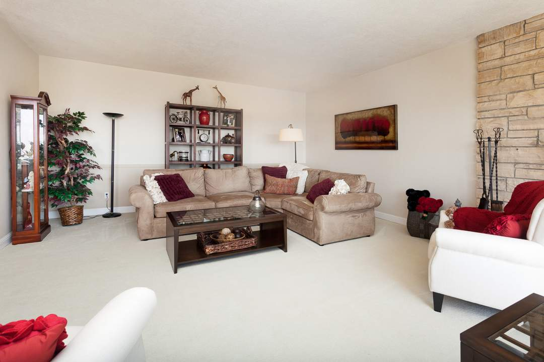 2-gateview-765-ca-albany-hill-living-dining-room-4