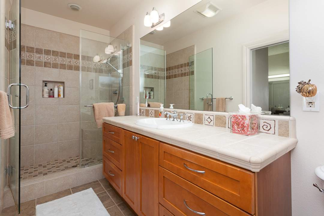 6-gateview-765-ca-albany-hill-bathrooms-4