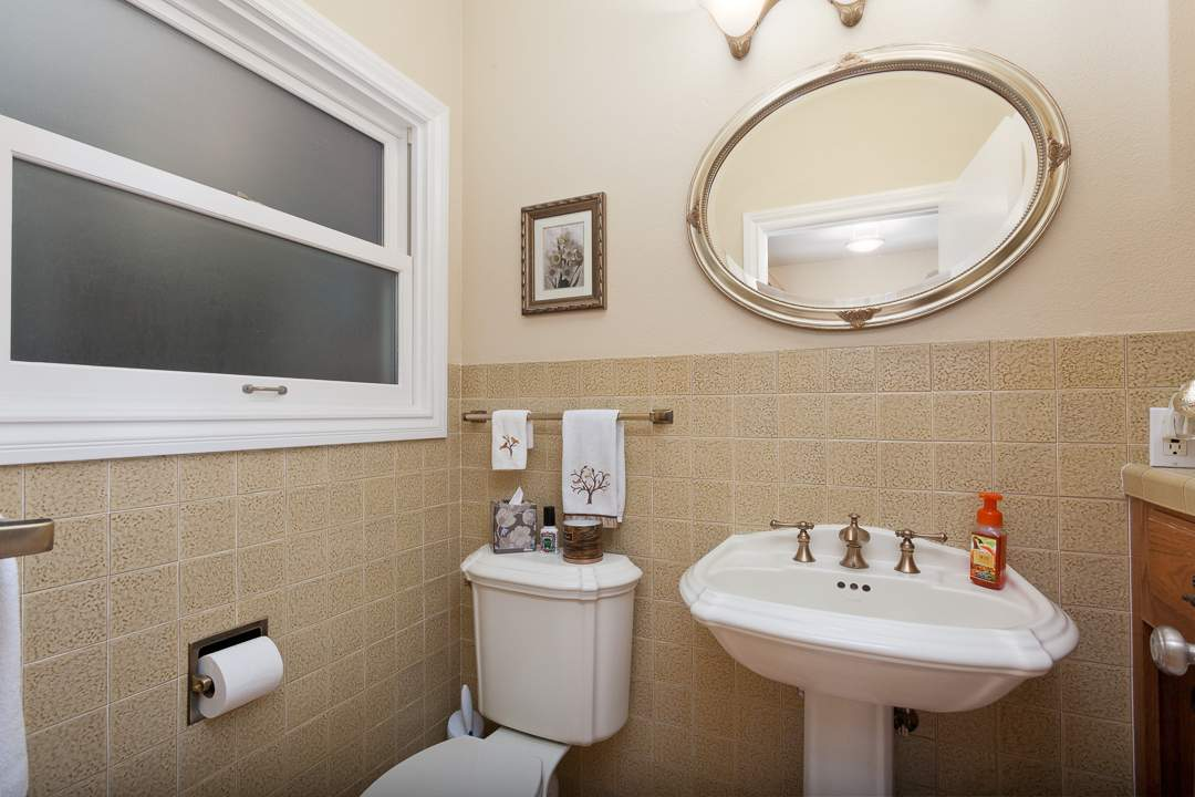 6-gateview-765-ca-albany-hill-bathrooms-7