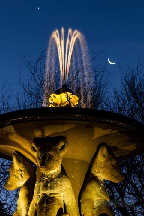 berkeley-northbrae-marin-fountain-at-the-circle-2012-11-11-crescent-moon-1