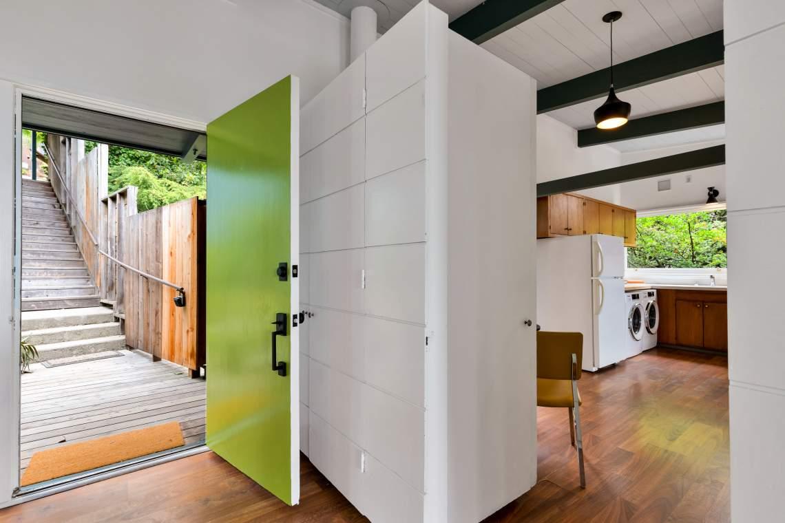 2-contra-costa-1121-el-cerrito-hills-living-room-kitchen-01