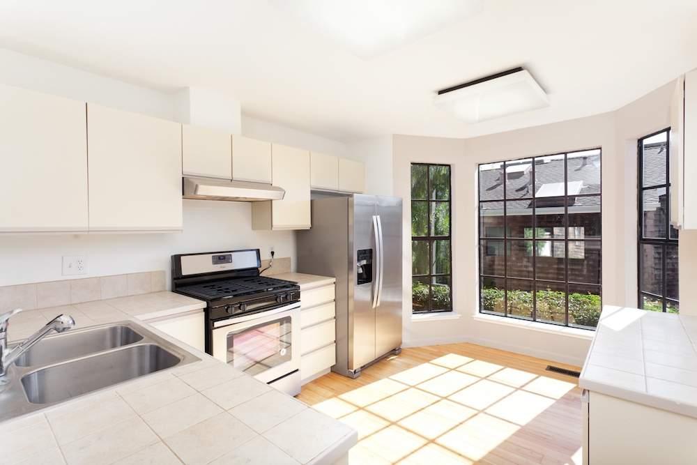 2-hearst-1527-kitchen-living-room-1