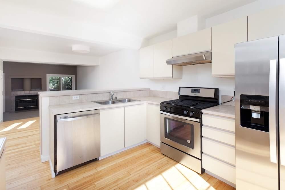 2-hearst-1527-kitchen-living-room-2