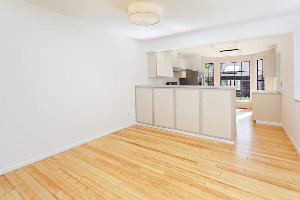 2-hearst-1527-kitchen-living-room-3