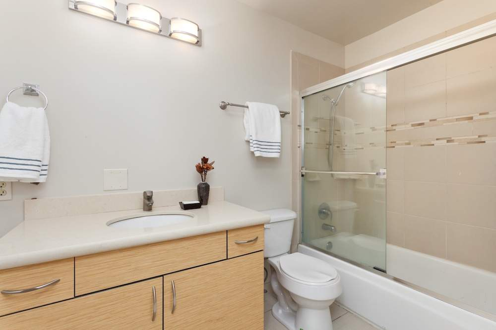 5-jackson-627-b-albany-hill-bathrooms-1