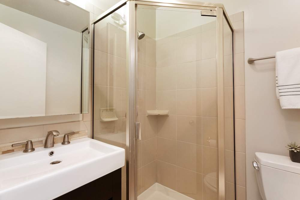 5-jackson-627-b-albany-hill-bathrooms-2