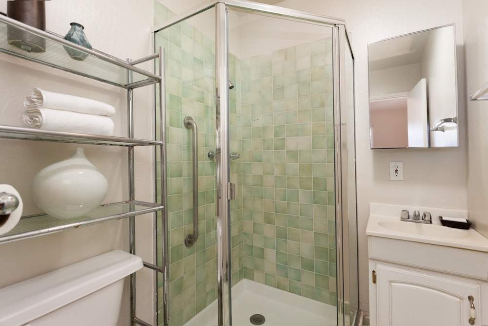 5-jackson-627-b-albany-hill-bathrooms-3