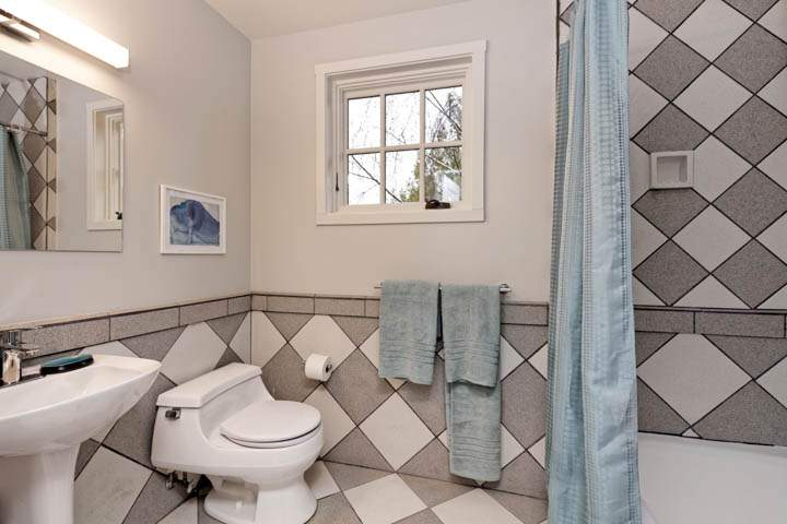 3-arch-1303-north-berkeley-hills-bedroom-bathrooms-7