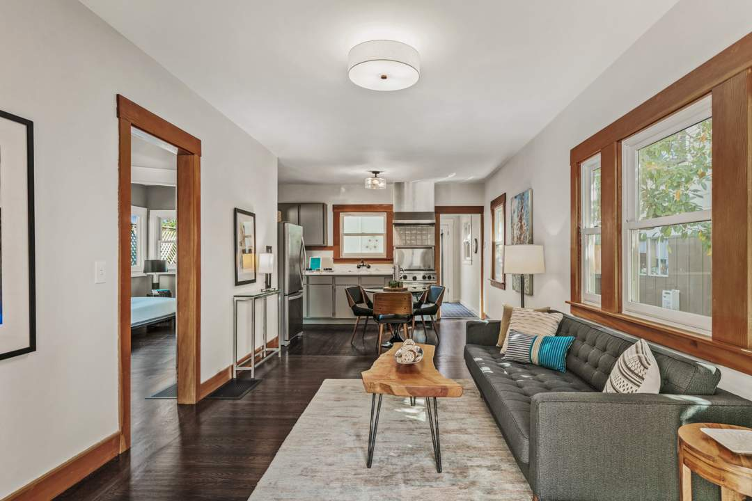 2-mcgee-2307-central-berkeley-neighborhood-living-dining-kitchen-01