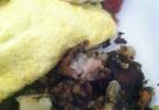 kensington-ca-kensington-village--inn-kensington-293-arlington-avenue-breakfast-omelet-wtih-amazing-biscuits