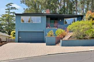 A lovely contemporary 3 bedroom 3 bath home with views!Revel in the San Francisco/Bay/Golden Gate view from the kitchen and large yard!