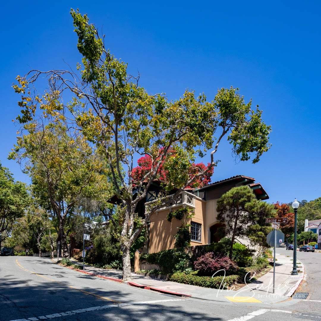 berkeley-california-berkeley-hills-bernard-maybeck-kennedy-nixon-house-1537-euclid-e-1-HDR-Pano