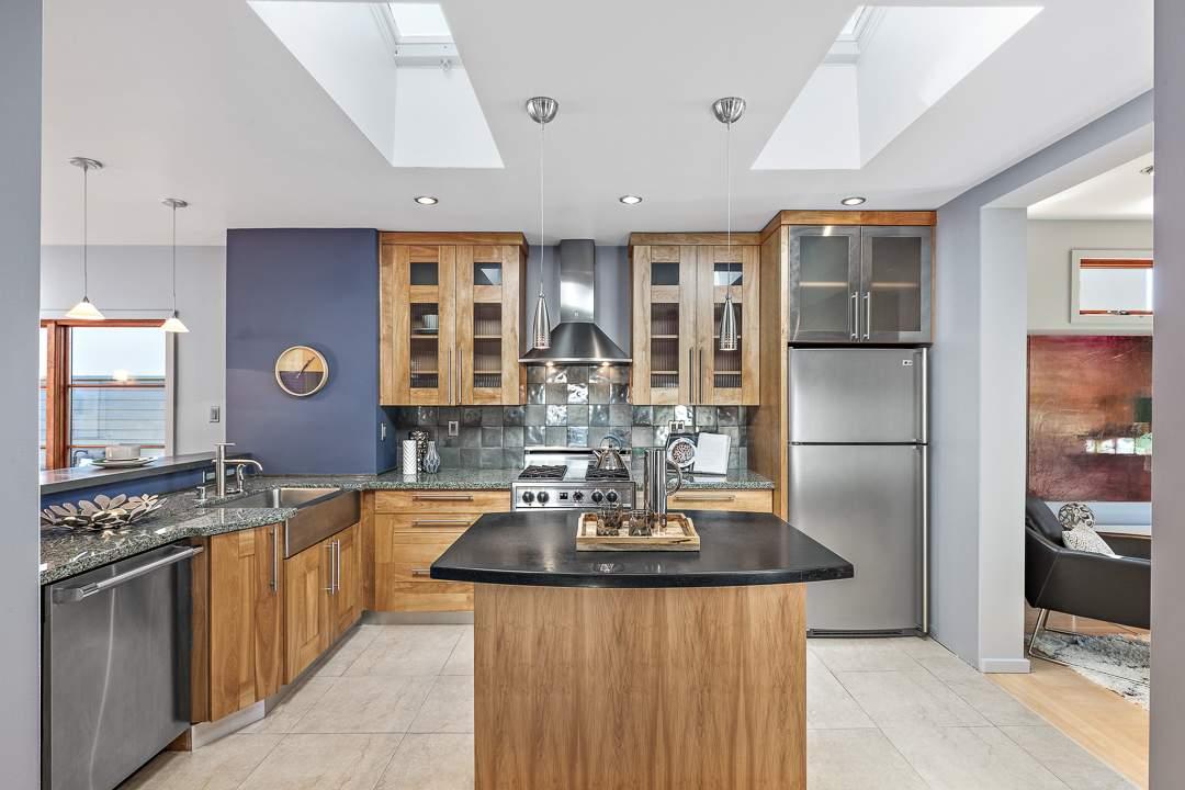 2-peralta-706-berkeley-living-dining-kitchen-family-06