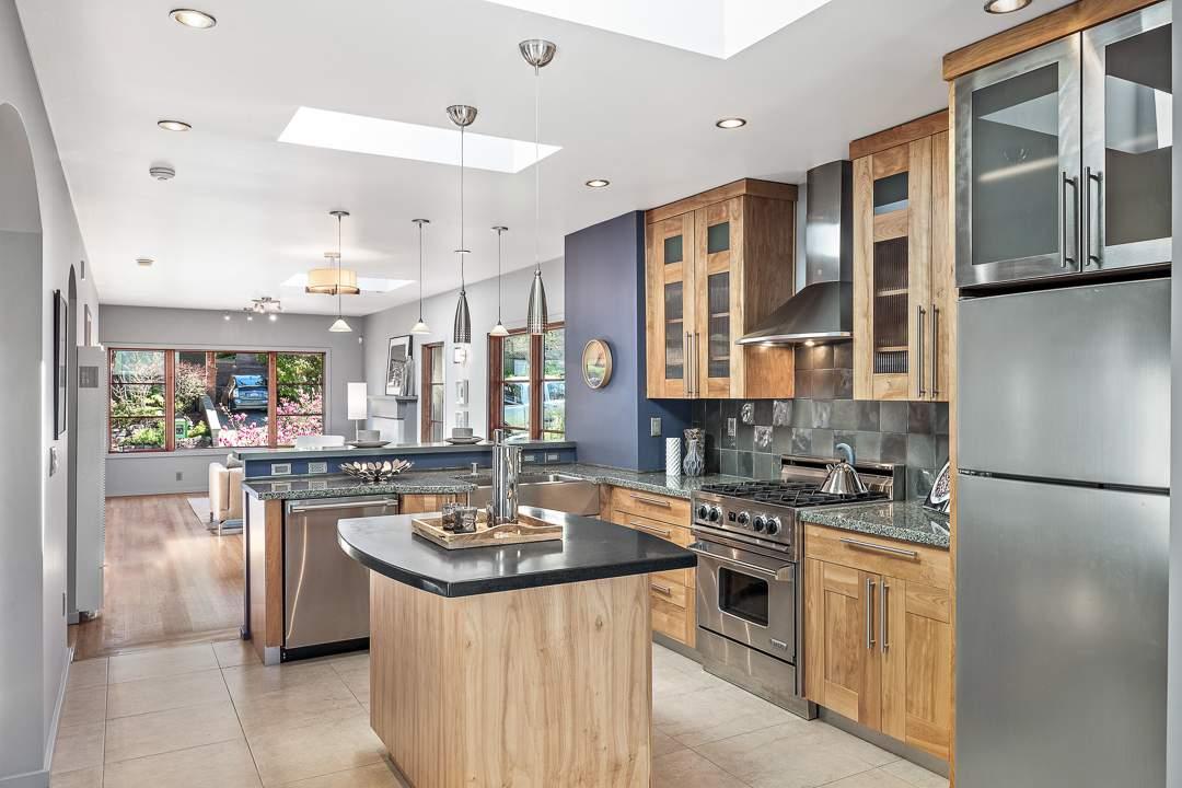 2-peralta-706-berkeley-living-dining-kitchen-family-07