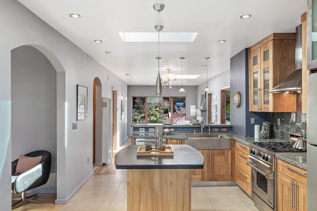 2-peralta-706-berkeley-living-dining-kitchen-family-08