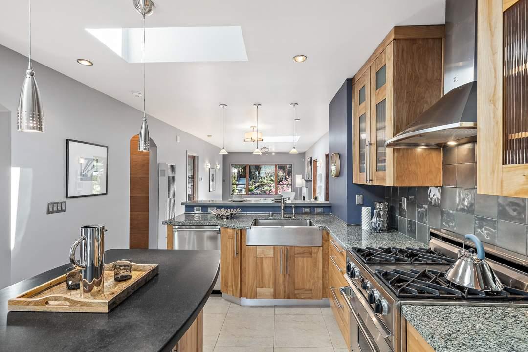 2-peralta-706-berkeley-living-dining-kitchen-family-09