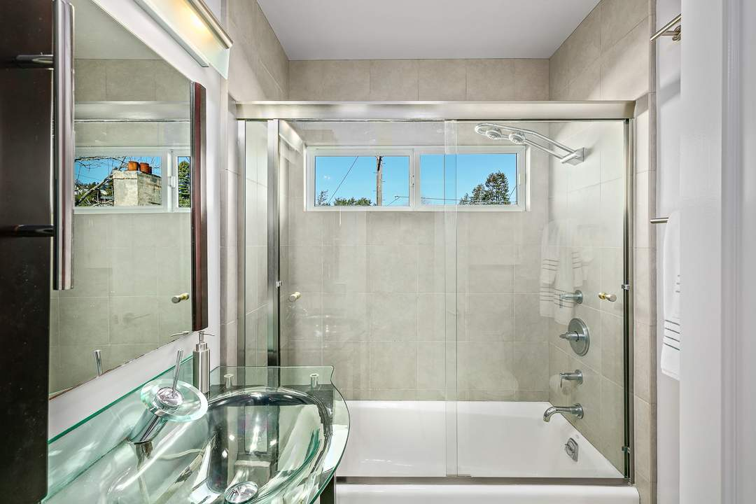 6-peralta-706-berkeley-thousand-oaks-neighborhood-bath-3