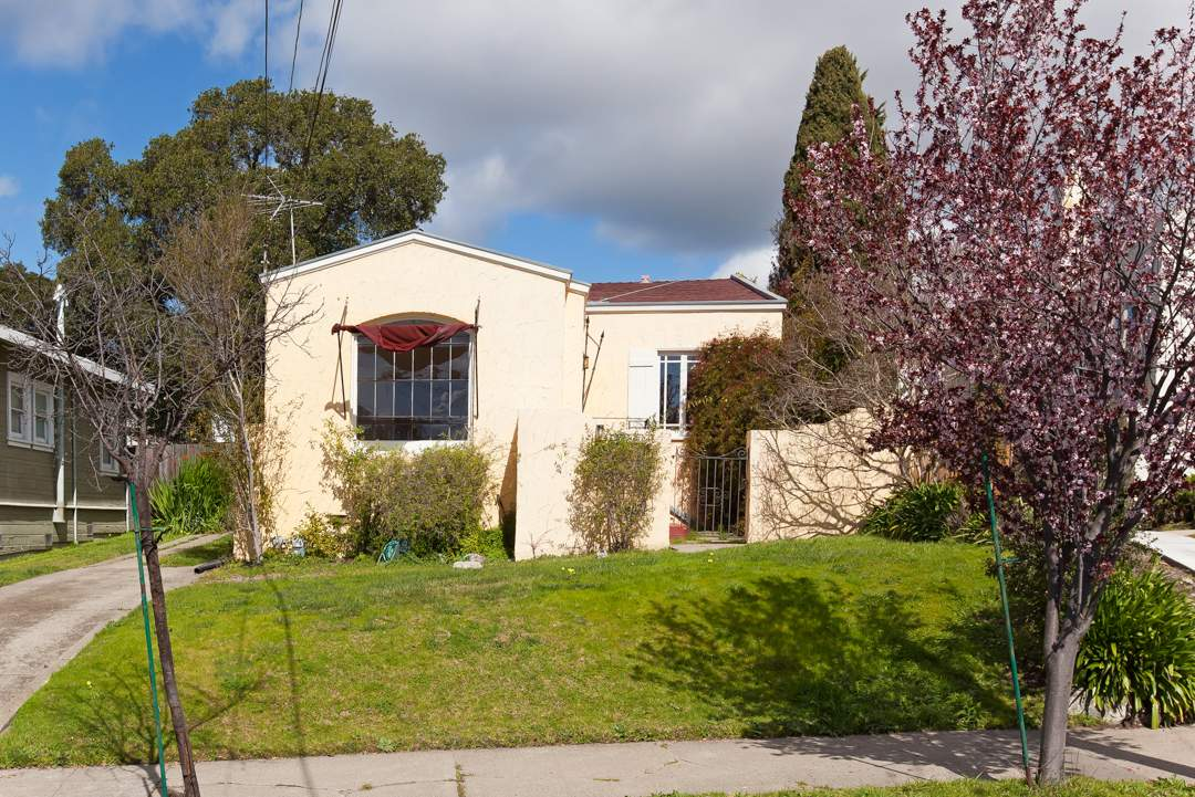 9-posen-1545-berkeley-northbrae-neighborhood-exterior-front-4