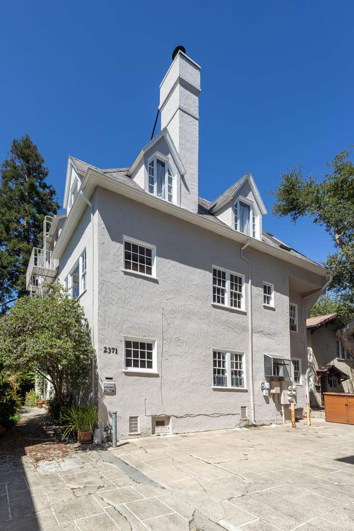 6-berkeley-california-berkeley-hills-virginia-2371-unit-2-stairs-exterior-rear-01