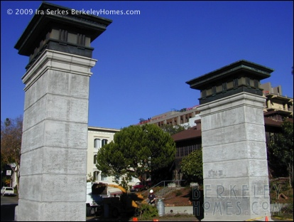 berkeley-california-uc-northside-uc-north-entry-gate-2