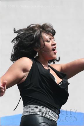 event-09-berkeley-solano-stroll-performer-music-singers-01