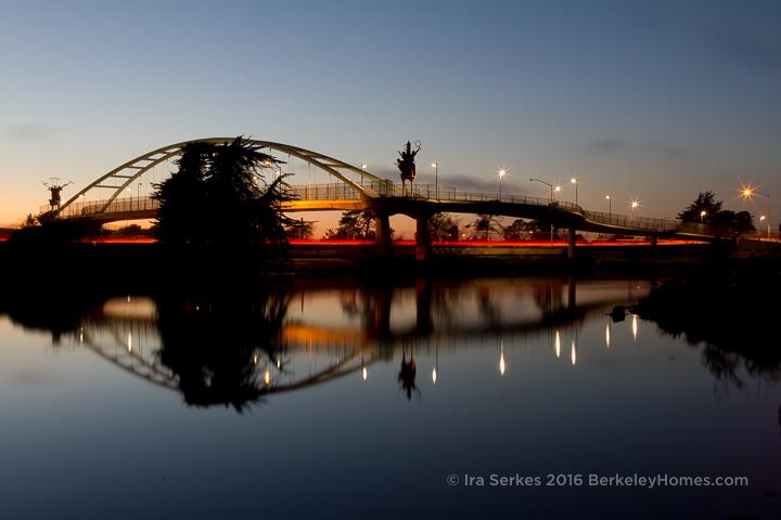berkeley-west-i-80-pedestrian-bridge-university-avenue-pedestrian-bridge-arch-mirror-full